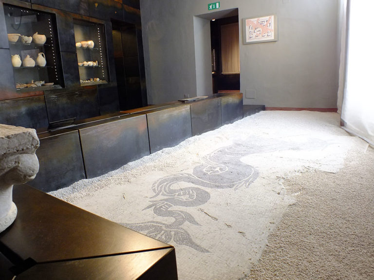 Museo_Archeologico_Sassoferrato_Mosaico