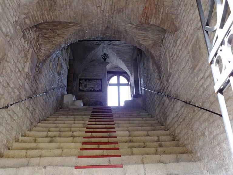 Museo_Archeologico_Sassoferrato_Scalinata